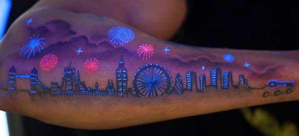 tattoo no escuro