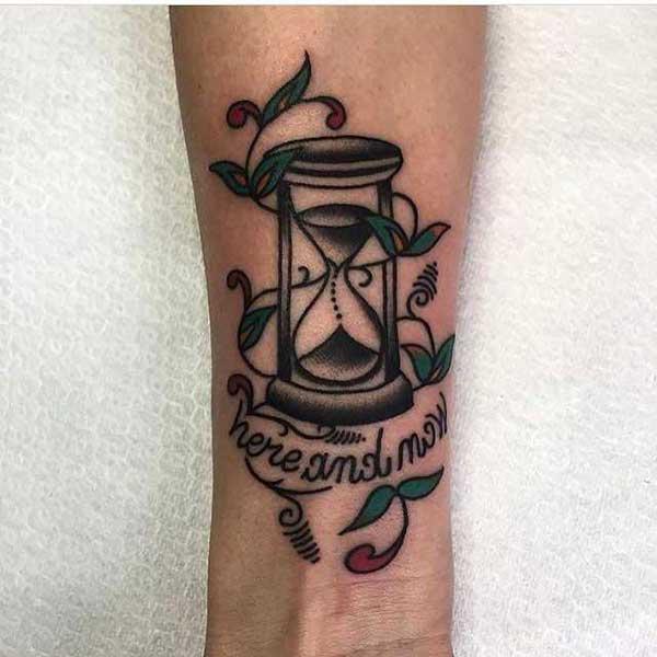 tattoo de ampulheta